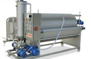 Filters with outside filtrate extraction pumps